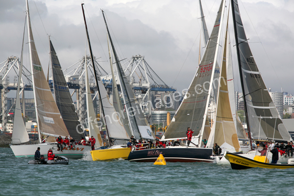 Yachts leave Auckland harbour in the race to the Bay of Islands - Image Number: startimg_2939x